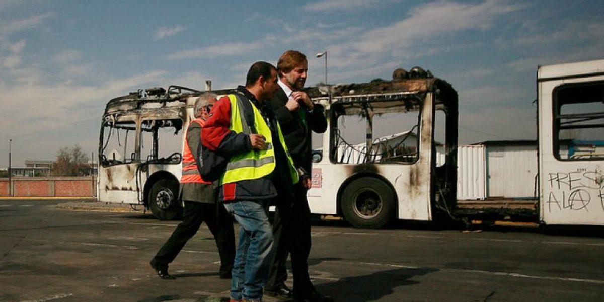 Quema de buses: Carabineros investigará si hubo error en procedimiento policial
