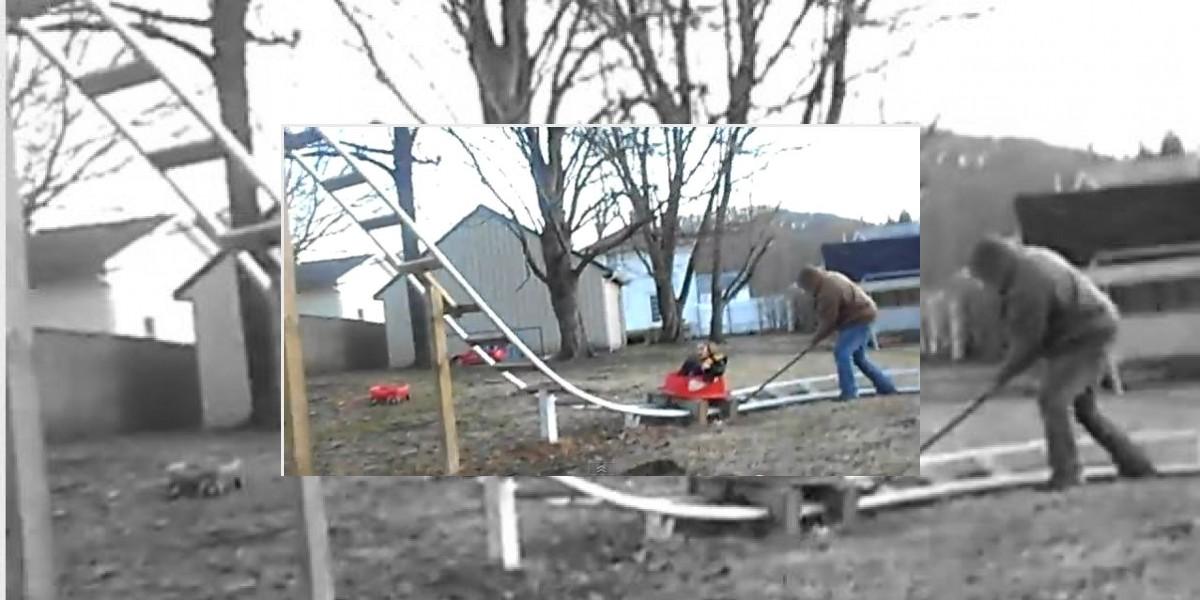 [VIDEO] Entretenida montaña rusa construida en el patio de la casa