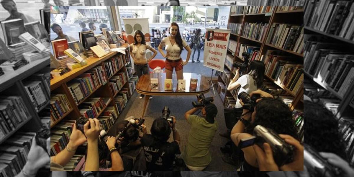 Escritora brasileña vuelve a desnudarse en protesta contra la piratería