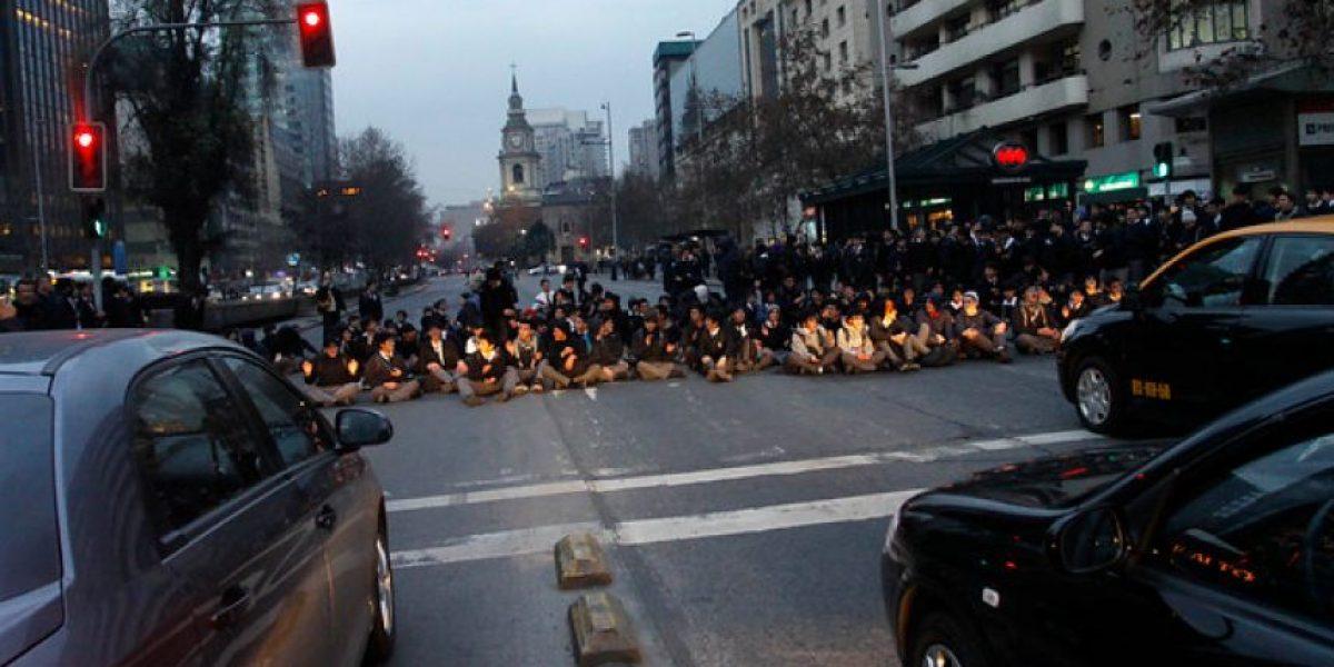 [FOTOS] Con incidentes finaliza protesta de alumnos del I. Nacional en Alameda