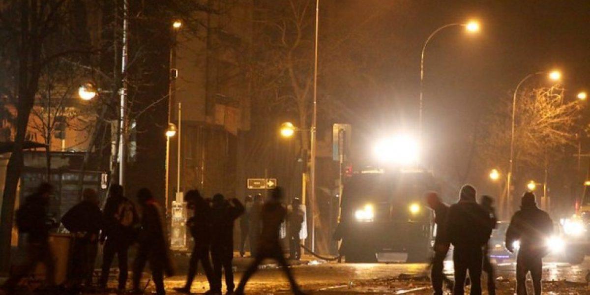 Un detenido deja enfrentamientos entre encapuchados y Carabineros frente al Darío de Salas