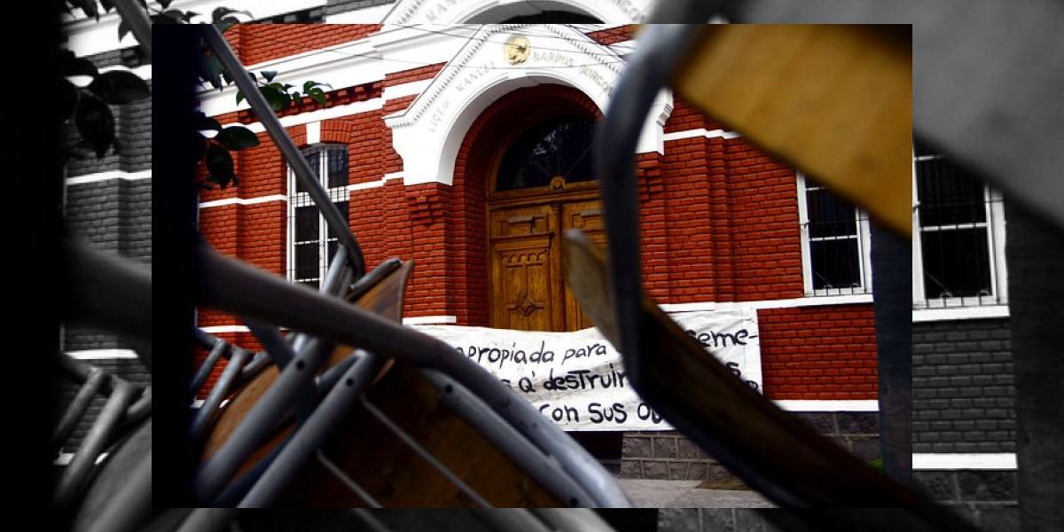 Alumnos del Liceo Barros Borgoño anuncian que abandonarán el recinto pacíficamente