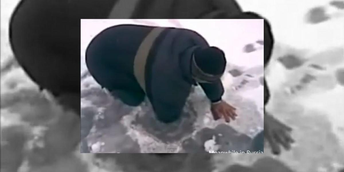 [VIDEO] Extraño método tiene este hombre para atrapar un gran pez