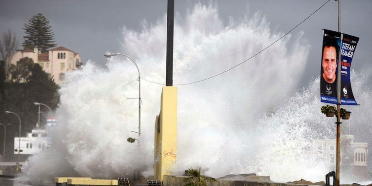 [FOTOS] Fuertes marejadas se registran en costa de la zona central