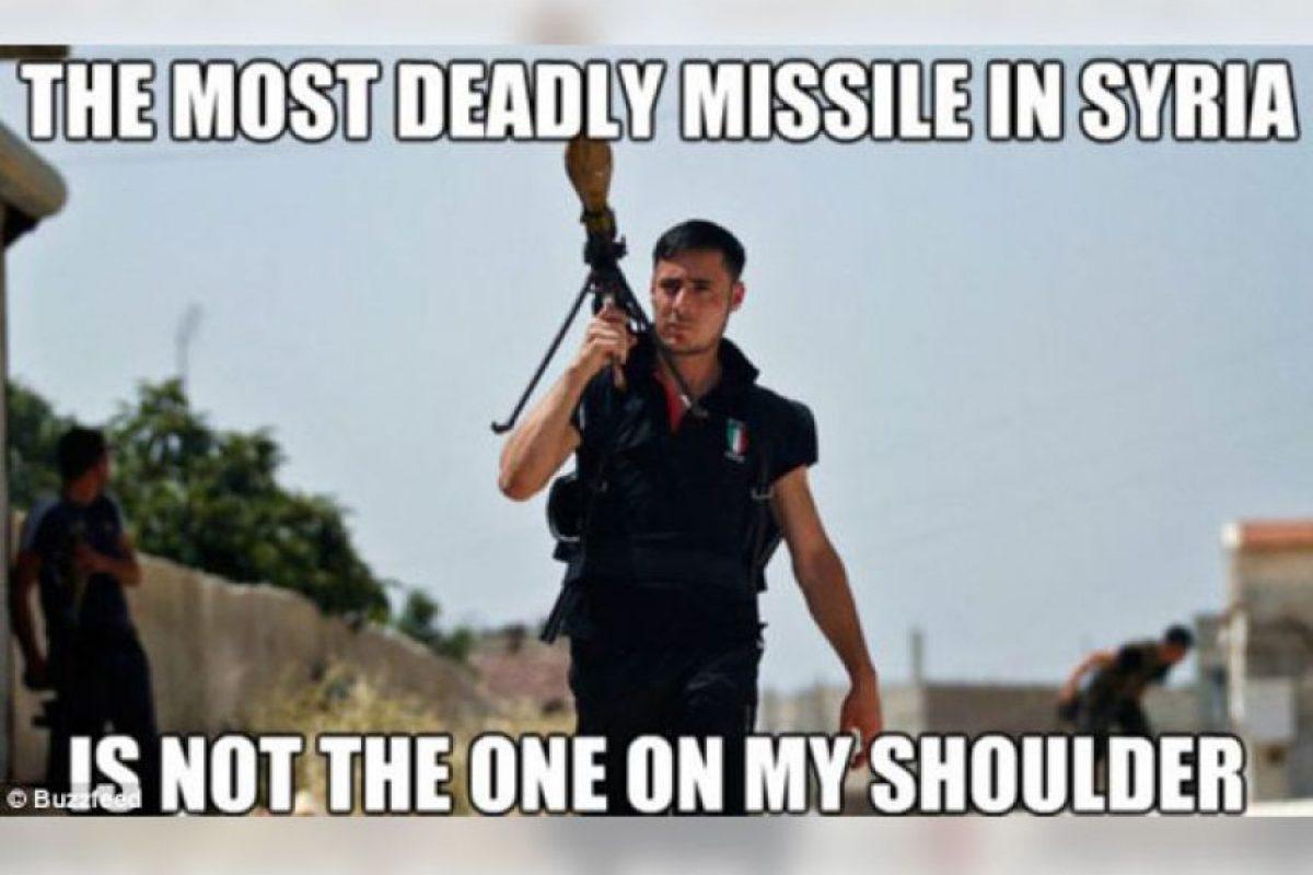 """""""El misil más mortífero de Siria… No es el que llevo en mi hombro"""". Foto:Montaje. Imagen Por:"""