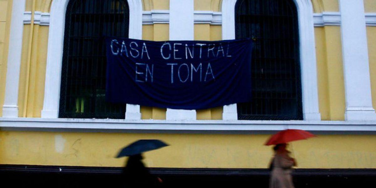 Así amaneció la Casa Central de la U. de Chile tomada anoche