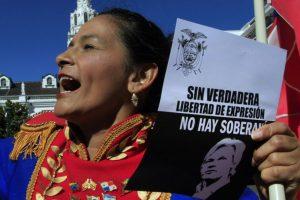 Simpatizantes del presidente ecuatoriano apoyaron la determinación de entregarle asilo diplomático al fundador de Wikileaks, Julian Assange en la embajada de ese país en Londres. En tanto, el gobierno de Correa busca el respaldo de la OEA.. Imagen Por: