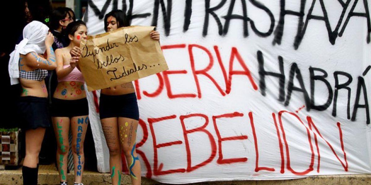 [FOTOS] Así protestaron las alumnas del Liceo 1 por el accionar de carabineros