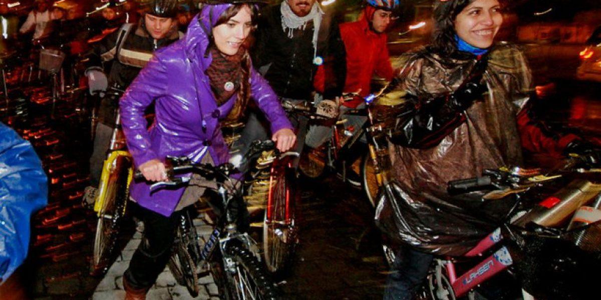 [FOTOS] Camilla Vallejo se mojó pero igual lideró