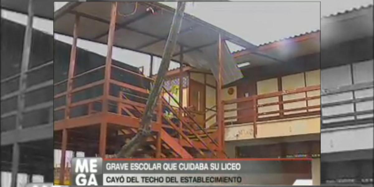 Alumno que cayó desde el techo de su liceo permanece en extrema gravedad