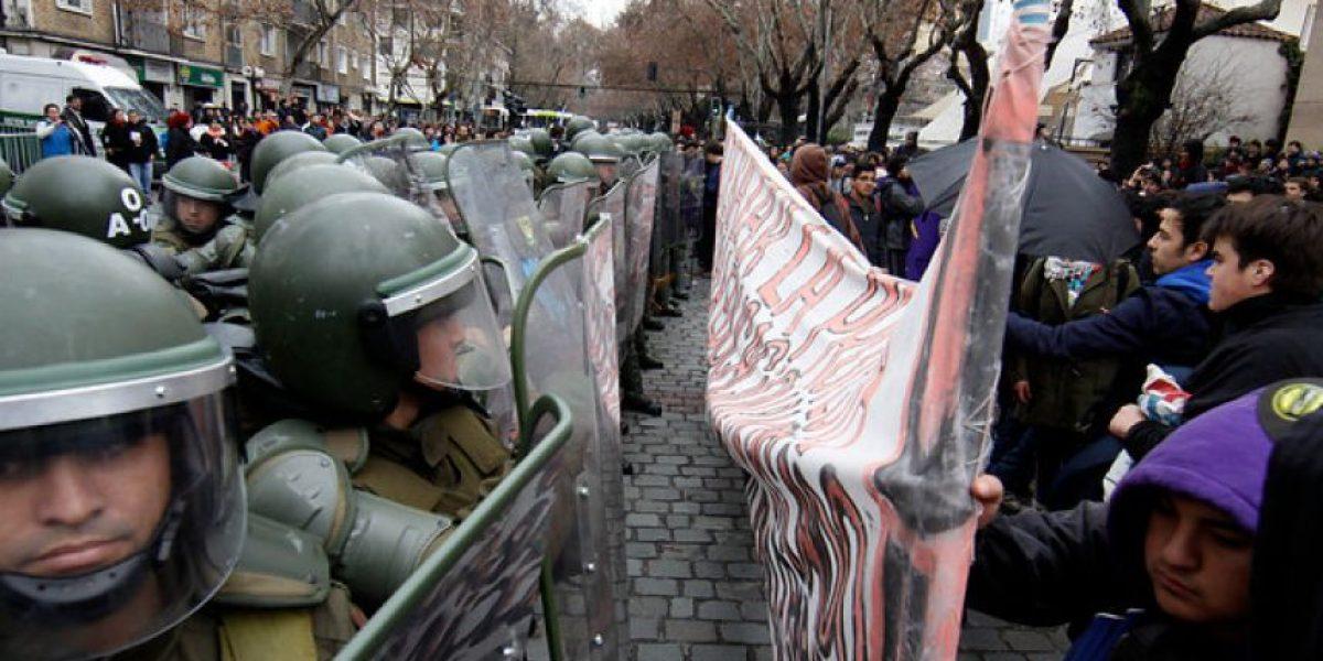 [FOTOS] El violento enfrentamiento entre estudiantes y carabineros en Providencia