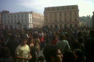 Estudiantes se reúnen en Valparaíso para dar incio a la marcha por la educación Foto:Twitter de Sebastián Farfan. Imagen Por: