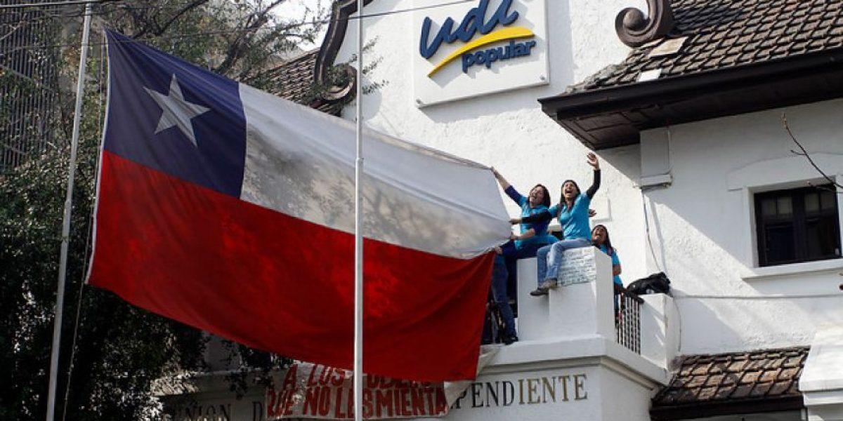 [FOTOS] Mujeres de Andha Chile se tomaron sede de la UDI