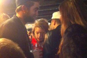 Celebrando la Navidad en Inglaterra, Robert Pattinson también sufrió los efectos del alcohol… Por suerte no lo estaba viendo Kristen Stewart… Bueno, en total ya terminaron. Foto:Grosby Group / Derechos para Publimetro.cl. Imagen Por:
