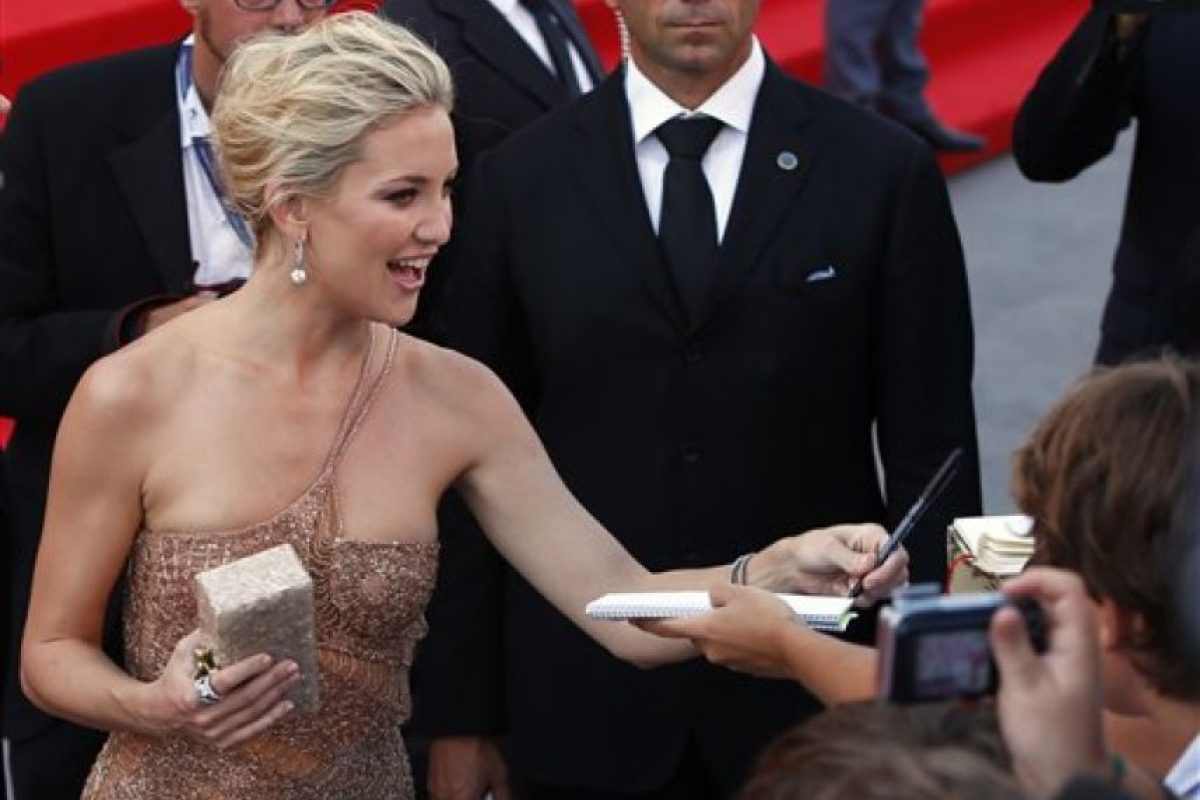 """La actriz estadounidense Kate Hudson posa en la Alfombra Roja de la inauguración de la 69 edición del Festival Internacional de Cine de Venecia. La """"Mostra"""" partió con una cinta política que denuncia la islamofobia surgida tras el 11-S en Estados Unidos.. Imagen Por:"""