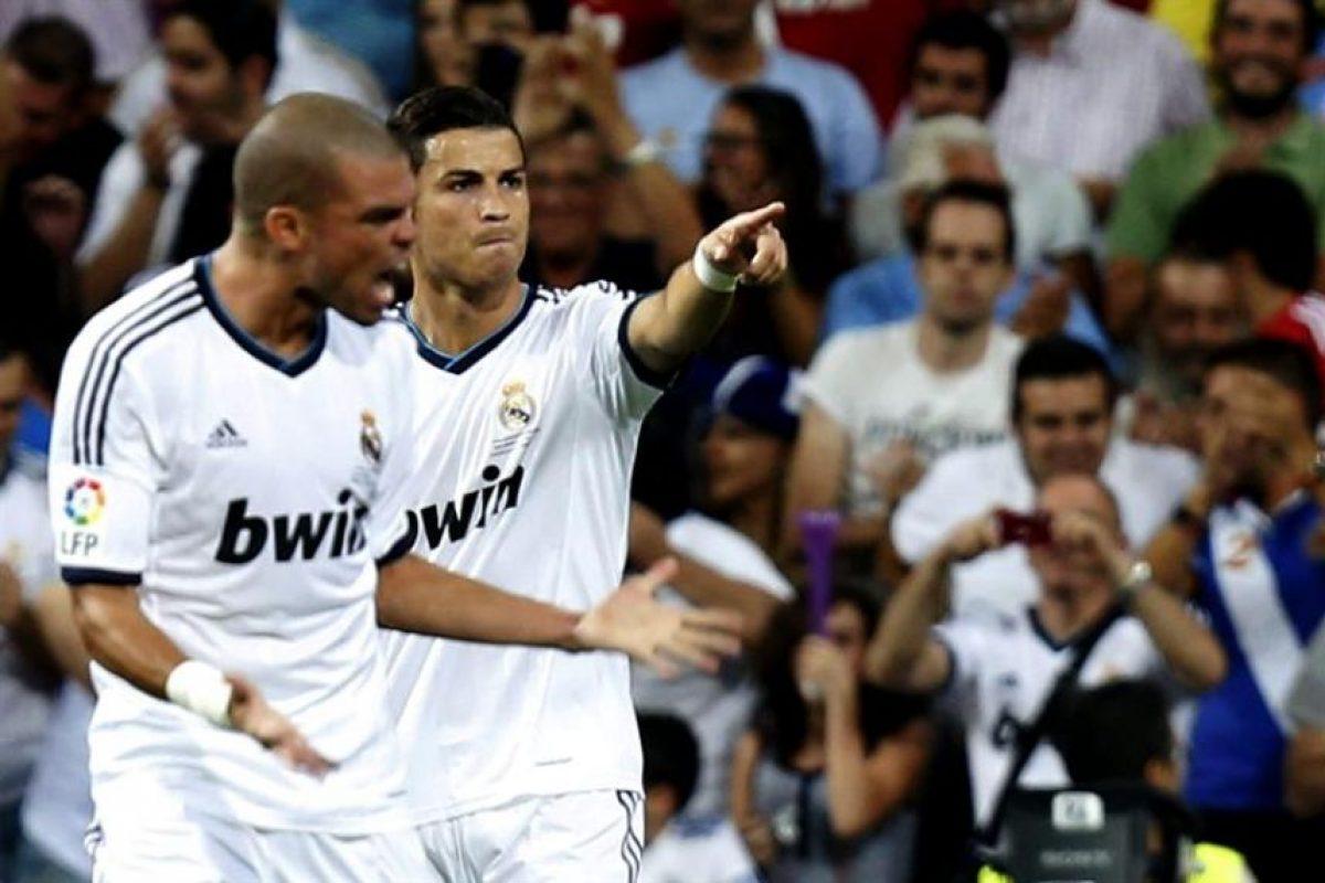 El Real Madrid cumplió uno de sus mejores partidos de la era Mourinho y venció al Barcelona en la final de la Supercopa española. Alexis Sánchez fue titular, pero fue sustituido en el primer tiempo cuando su equipo caía 2-0 y había sido expulsado Adriano.. Imagen Por:
