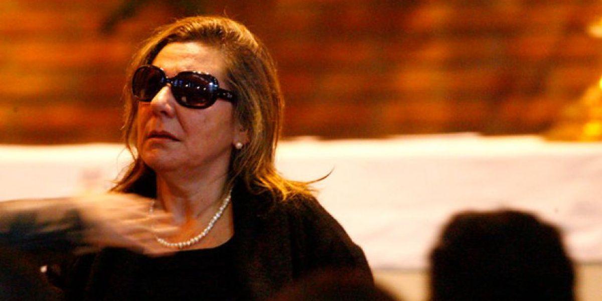 [FOTOS] Esposa del triple parricida de Curicó muy afectada en el velorio de sus hijos