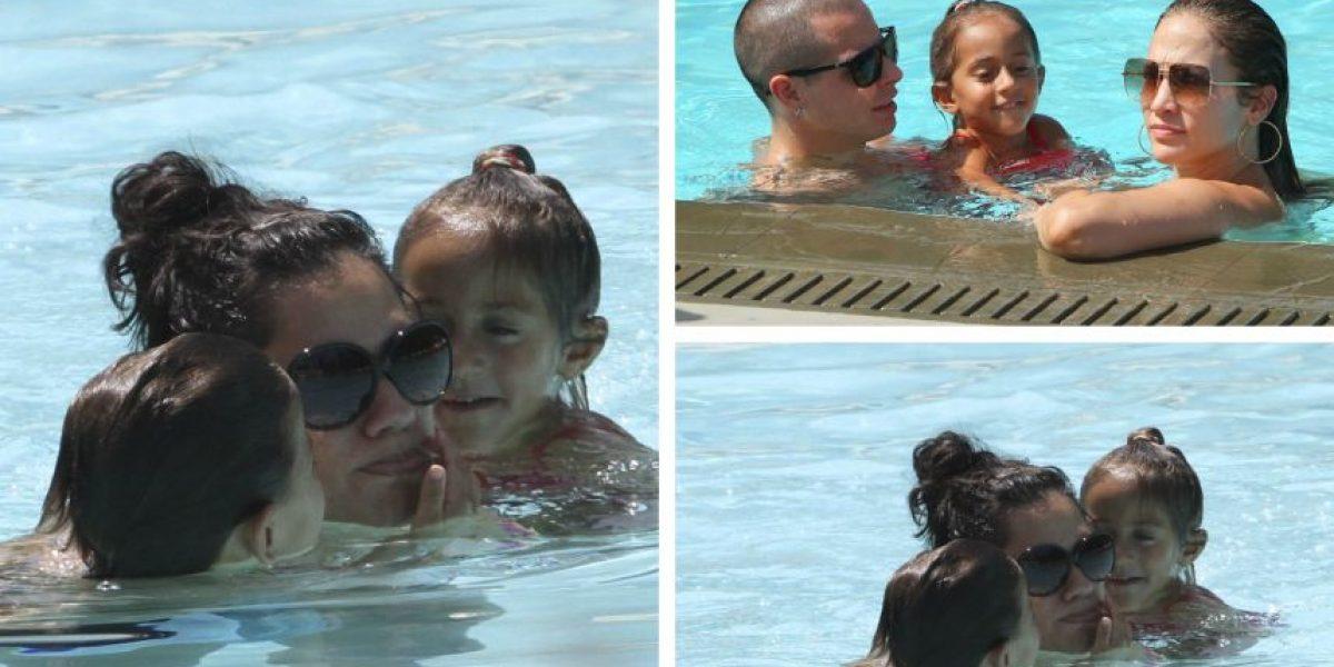 [FOTOS] JLo disfruta del sol y la piscina con su toyboy e hijos