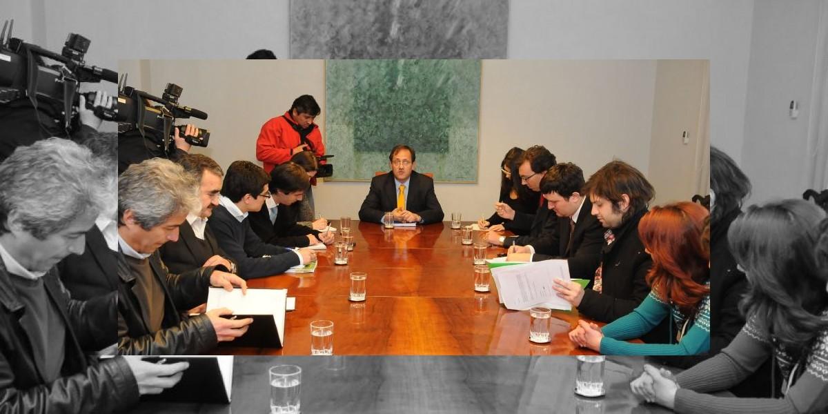 Inédita reunión de ministro Beyer con estudiantes y profesores termina sin acuerdo