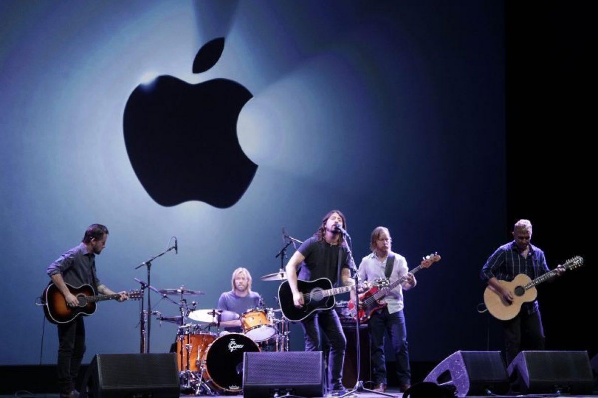 Foo Fighters cerrando la presentación de los nuevos productos de Apple Foto:AP. Imagen Por: