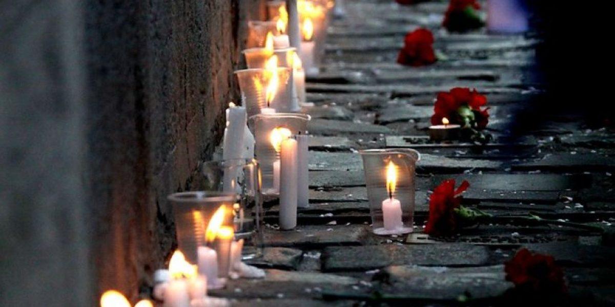 [FOTOS] Con velatón en calle Londres se recordaron a las víctimas de la dictadura