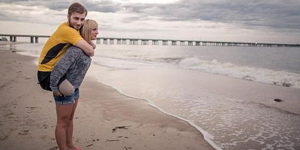 Novia de militar que perdió brazos y piernas impulsa emocionante campaña en la web
