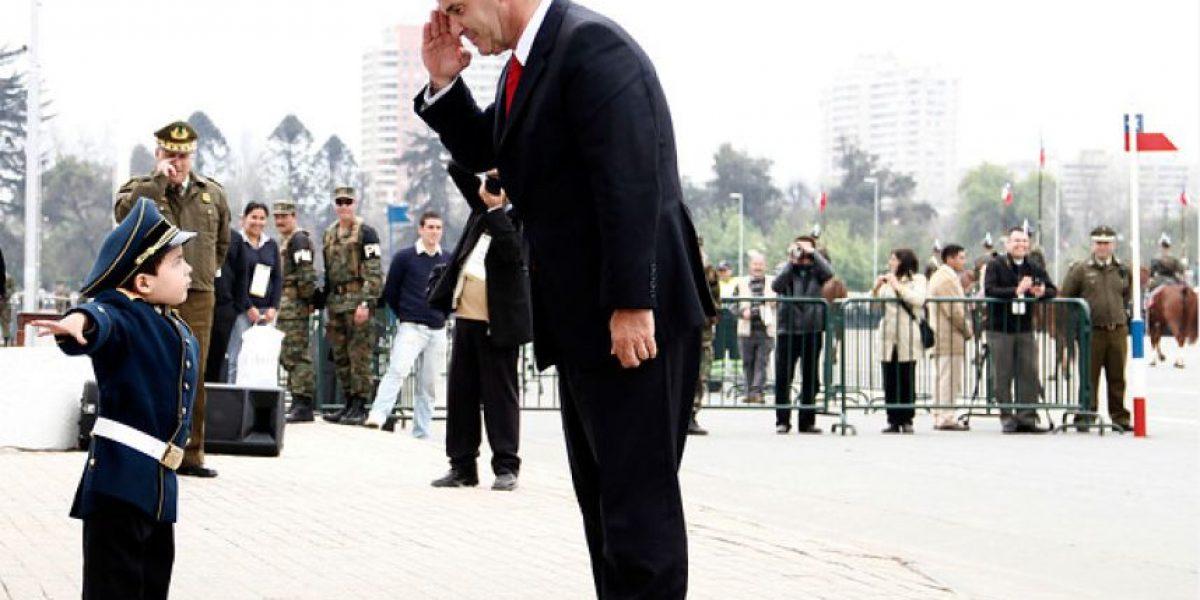 [FOTOS] Ministro Allamand se cuadró ante un