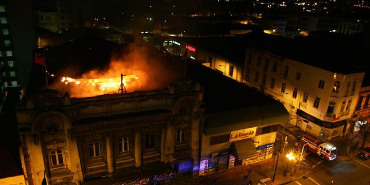 [FOTOS] Incendio arrasó con el ex Teatro Imperio en Valparaíso