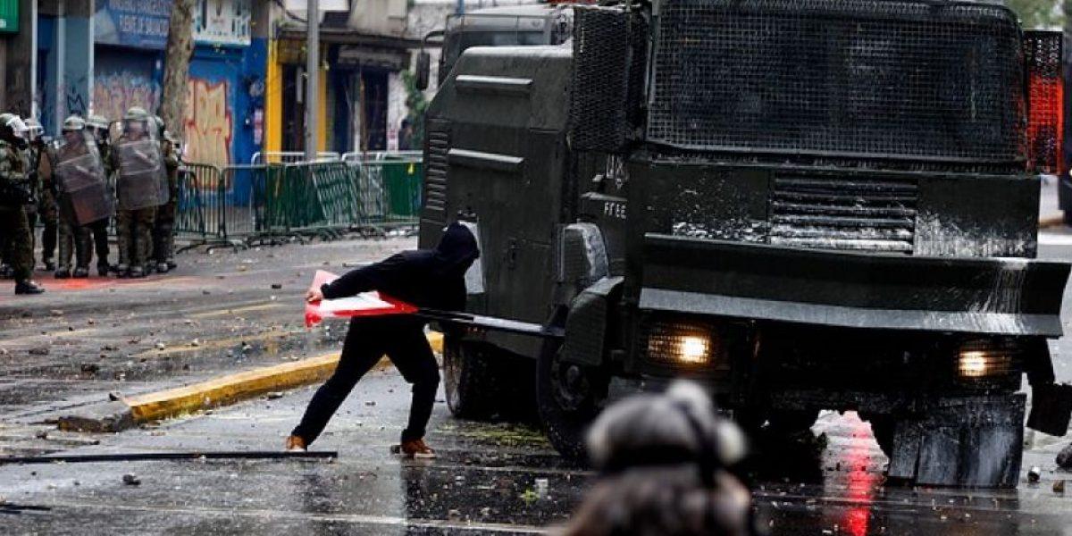 Denuncia de bus abandonado, incidentes y detenidos marcaron la marcha estudiantil