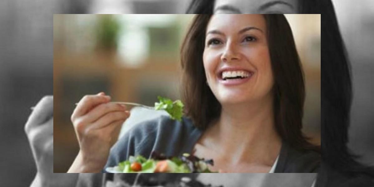Nutricionista detalla cuál es la alimentación correcta en el trabajo