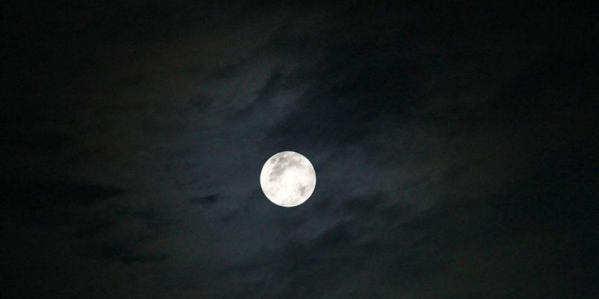 [FOTOS] Así de cautivadora se vio la luna llena en Santiago
