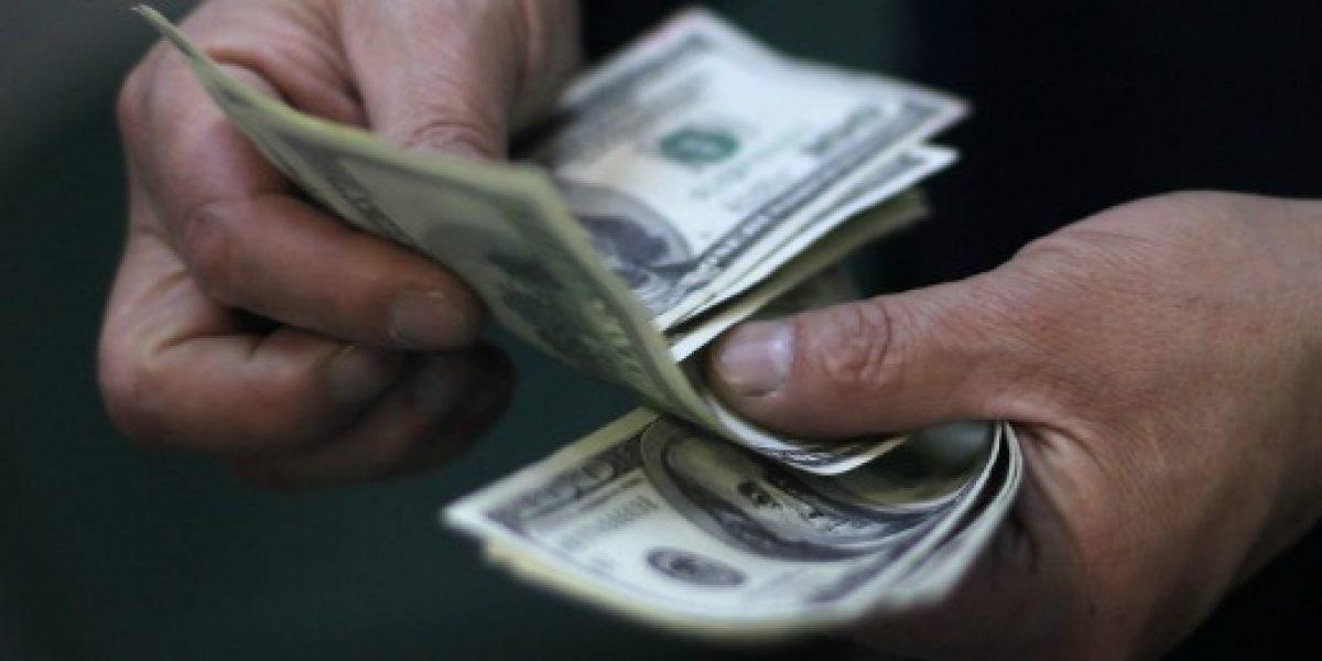 El dólar en baja y se cotiza en 473,20 pesos comprador y 473,50 pesos vendedor