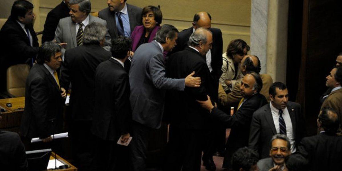 [FOTOS] Diputados casi terminan a los golpes en tensa sesión del Congreso