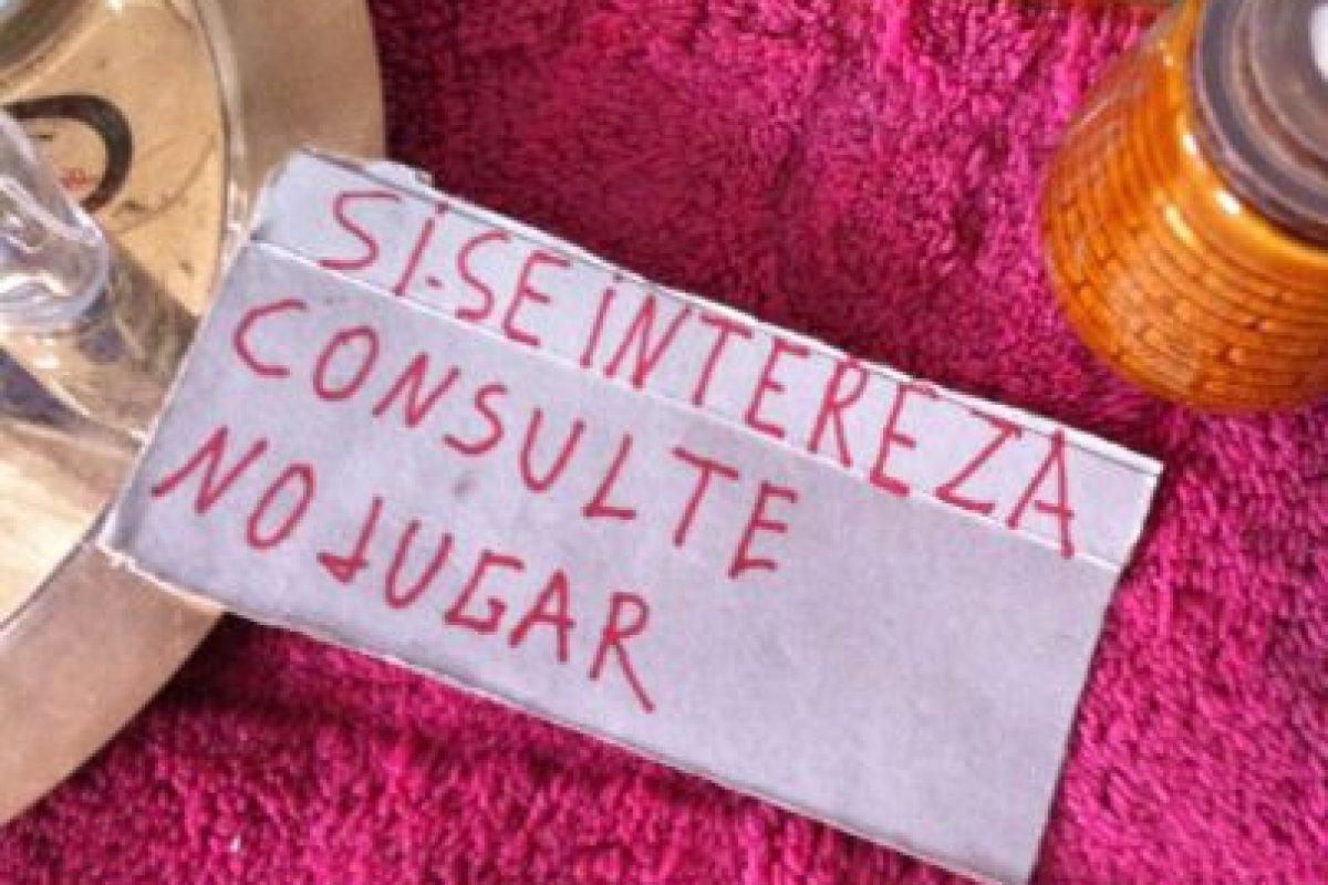 """En el Barrio Franklin en un local de antigüedades le agregaron una """"z"""" a la palabra interesa. Foto:Scoopshot /Díaz. Imagen Por:"""