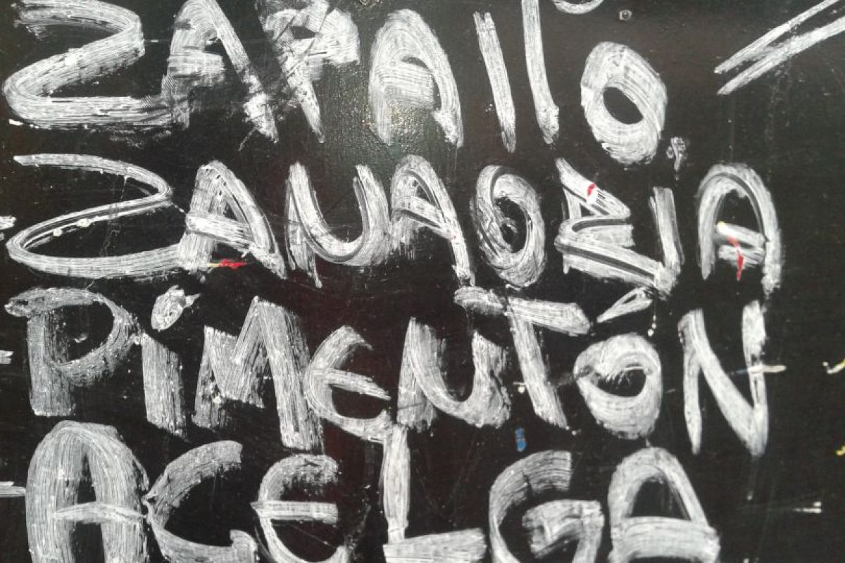 """En este letrero se olvidaron de la """"h"""" de Zanahoria. Foto:Scoopshot / Ana Sánchez. Imagen Por:"""