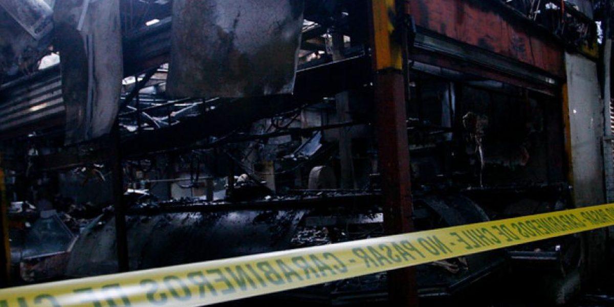 [FOTOS] Daños millonarios deja incendio que afectó a locales del barrio Franklin