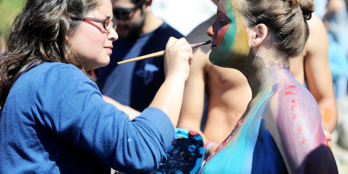 Cuerpos pintados, disfraces y música cierran carnaval en Valparaíso