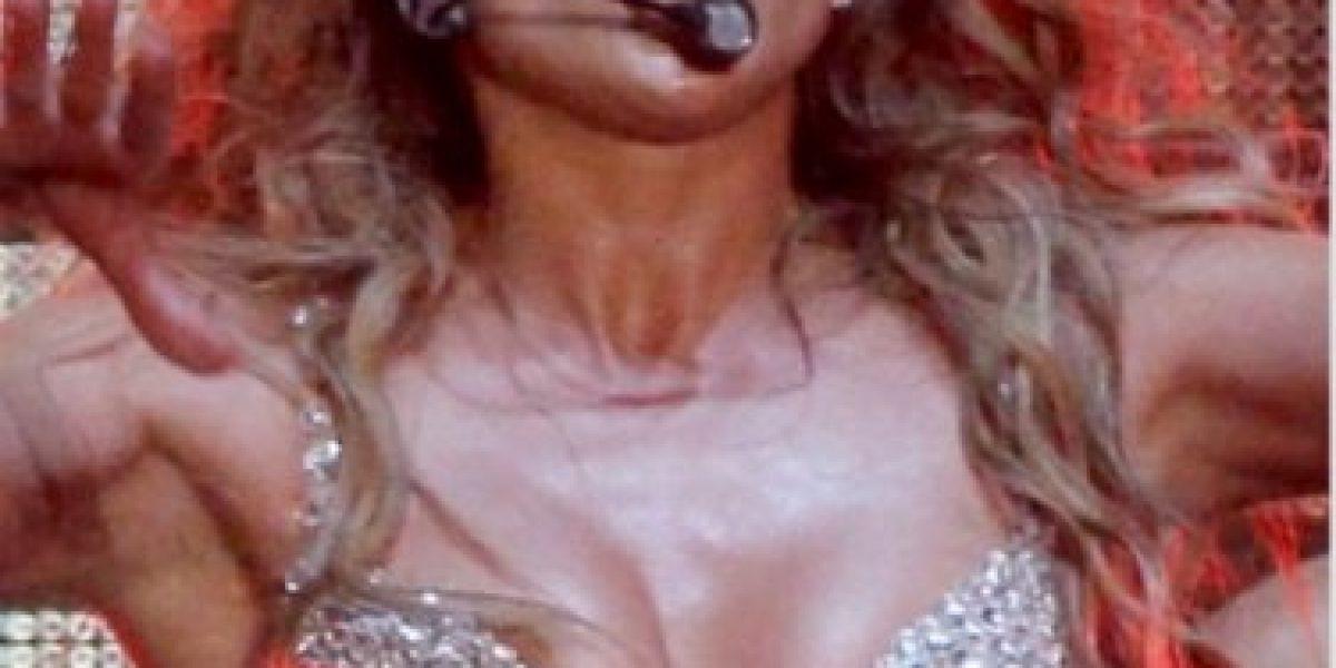 Jennifer López dejó ver más de la cuenta en un concierto