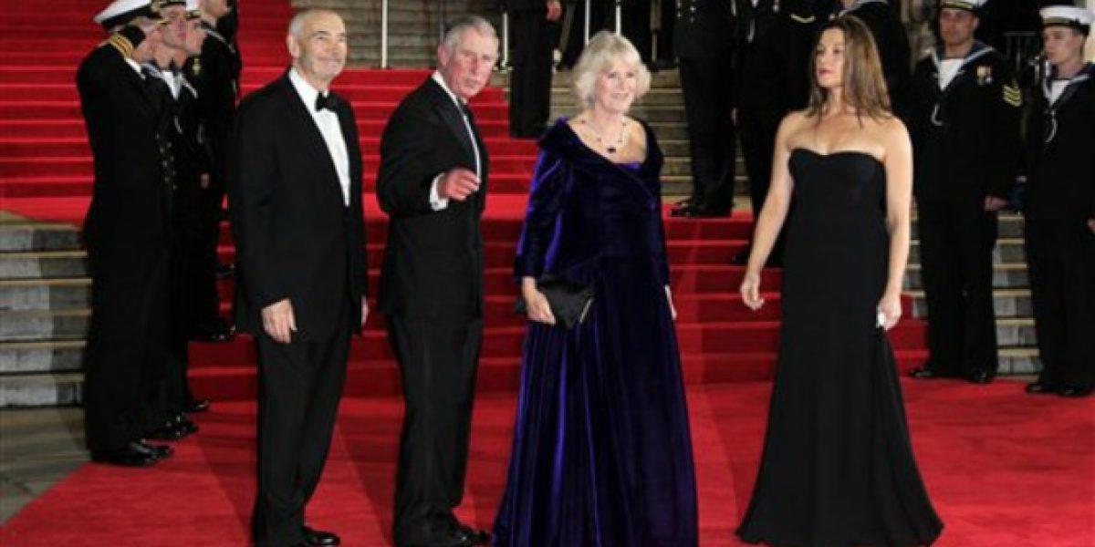 Hasta el Príncipe Carlos y Camila llegan a la premiere de