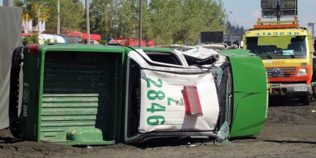 [FOTOS] Furgón policial protagoniza violento accidente con un camión