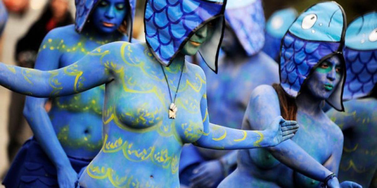 Protestan en el Congreso con cuerpos pintados y disfrazados de peces