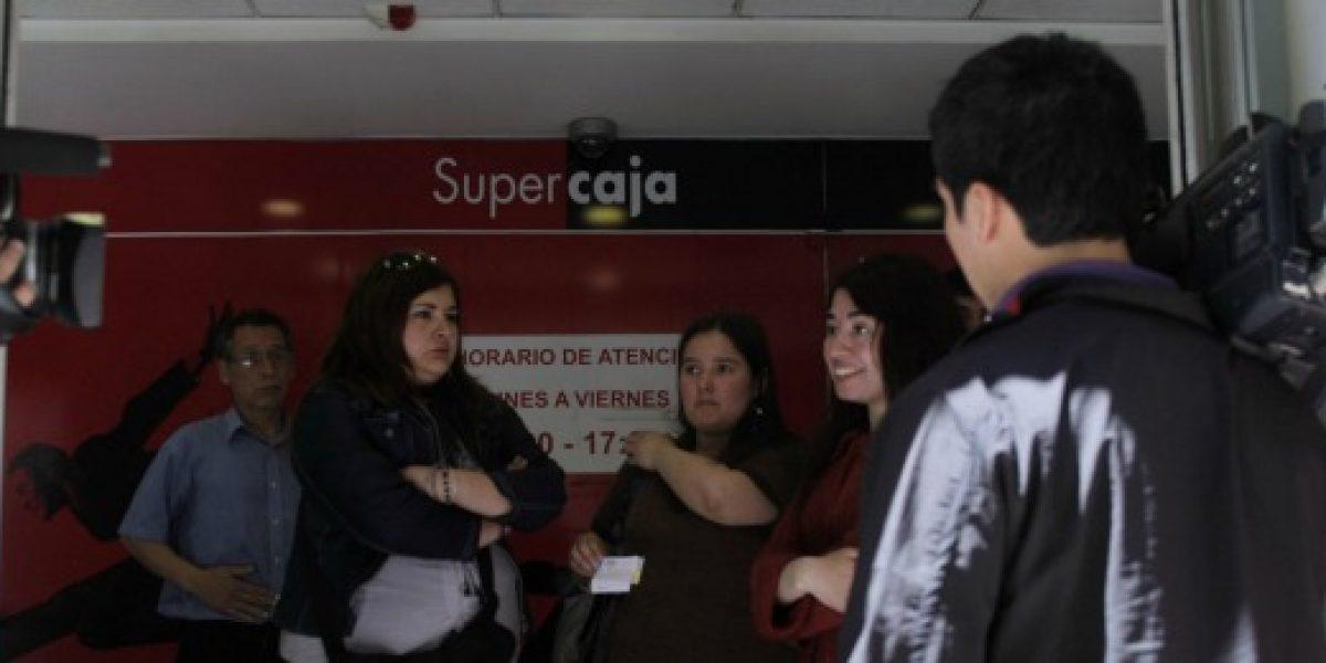 Sernac cita a Banco Santander tras falla que impidió el retiro de sueldos