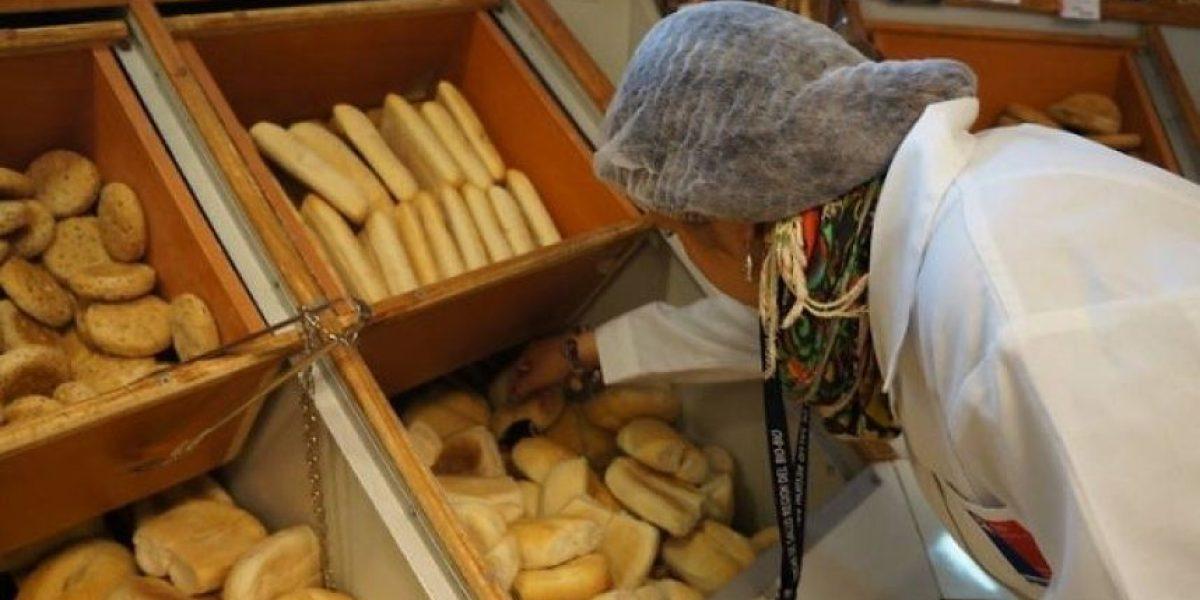 Clausuran supermercado por vender pan con hongos