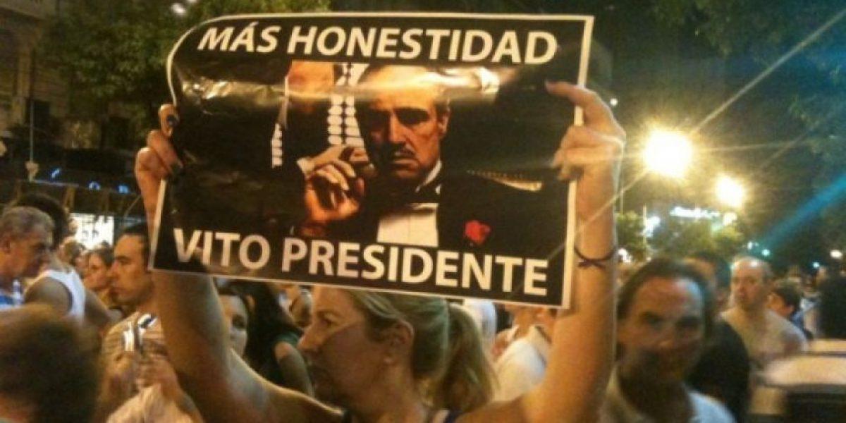 [FOTOS] Con ingeniosos carteles argentinos protestan contra Cristina K