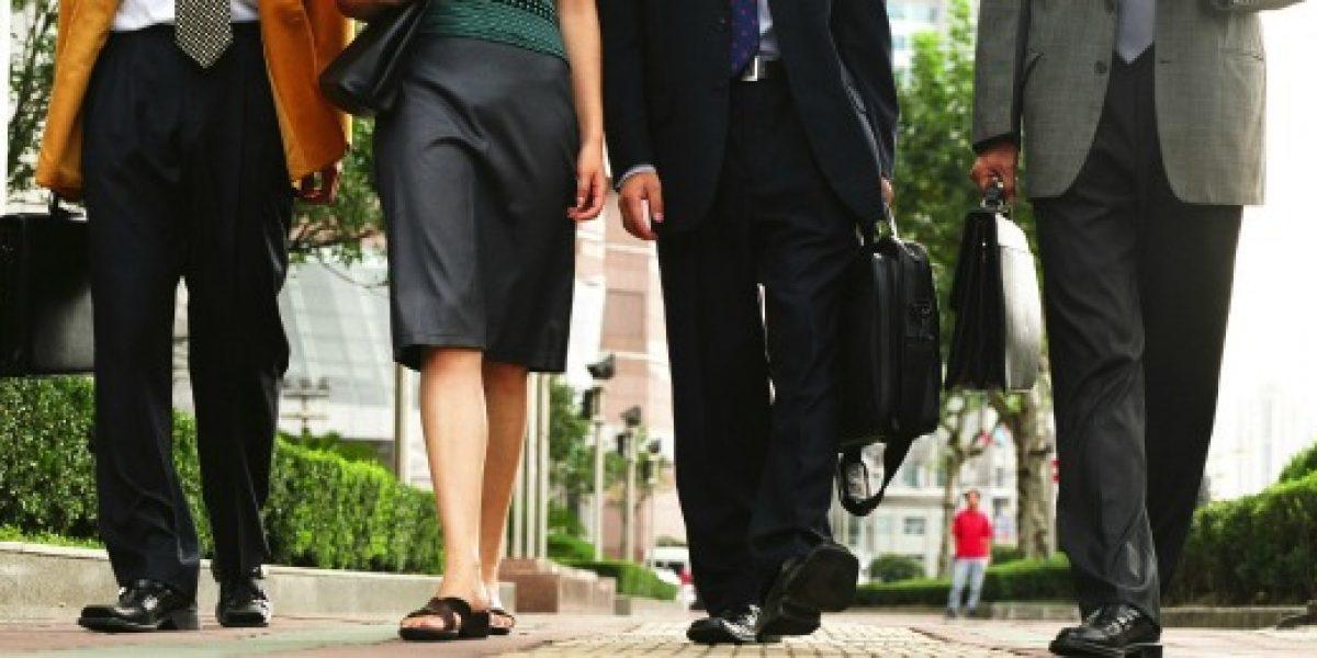 Hombres chilenos ganan más que el doble que sus pares femeninas