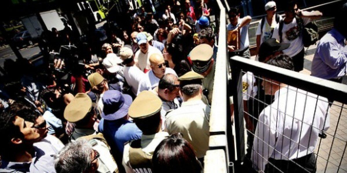 Pescadores artesanales protestan en la Alameda y se reunirán con autoridades de Economía