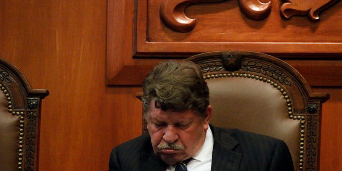[FOTOS] Juez del Tricel no aguantó el sueño en pleno alegato por elecciones en Ñuñoa