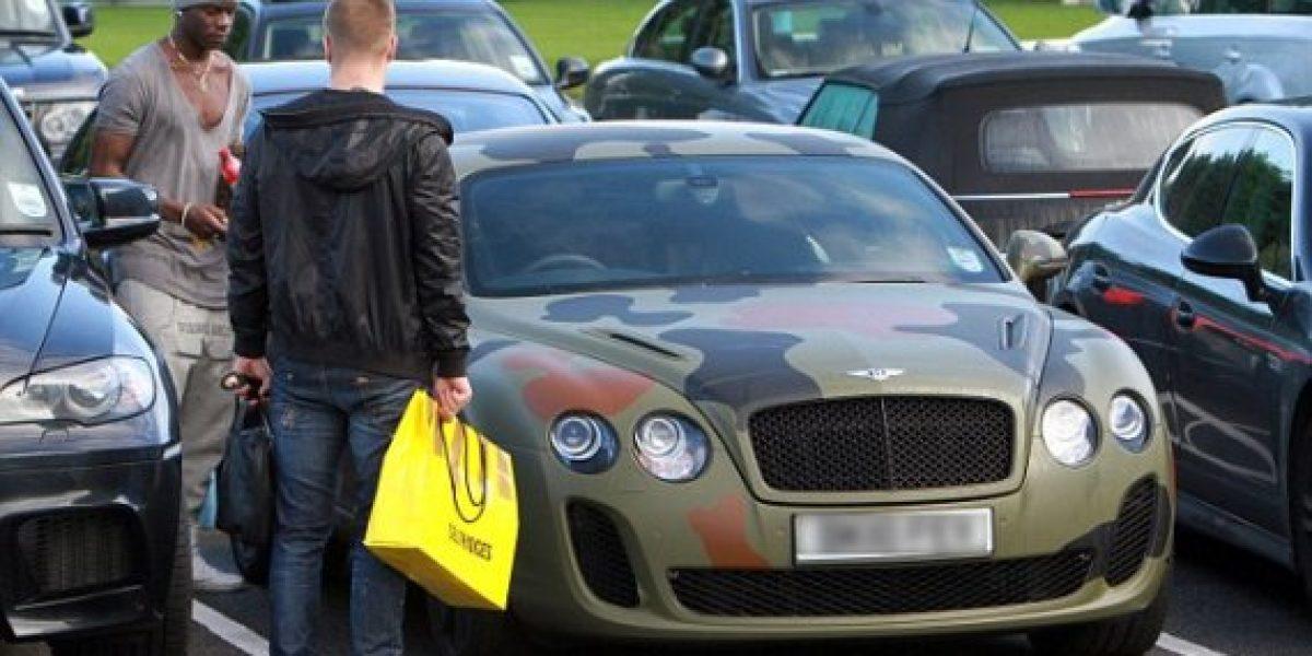 La extravagante pintura del Bentley de Mario Balotelli