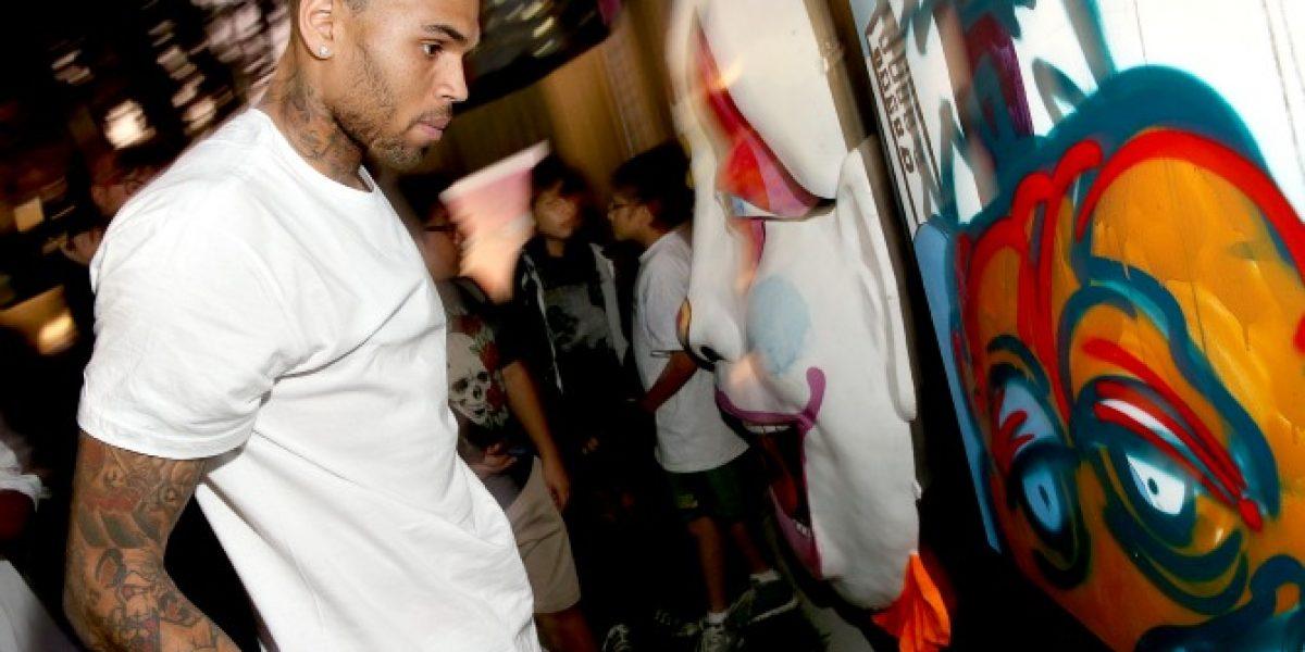 Chris Brown cierra su cuenta de Twitter por fuertes comentarios en su contra