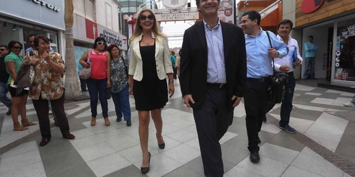 [FOTOS] Andrés Allamand recorrió Arica con la bella concejala Lisette Sierra